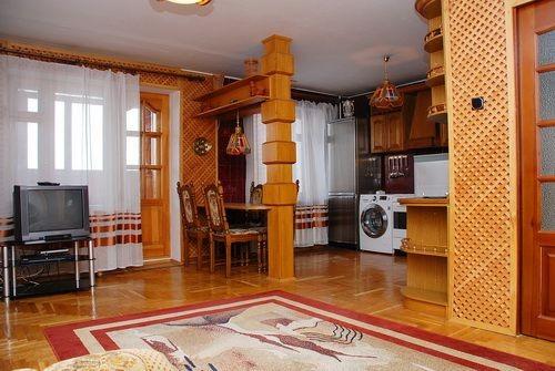 2-комнатная квартира посуточно в Киеве. Соломенский район, ул. Стадионная, 6. Фото 1