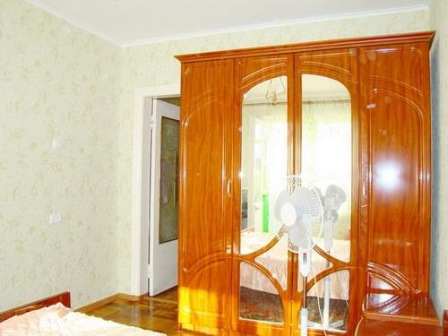 1-комнатная квартира посуточно в Бердянске. ул. Энгельса, 41. Фото 1