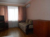 1-комнатная квартира посуточно в Киеве. Деснянский район, пр-т Лесной, 17б. Фото 1