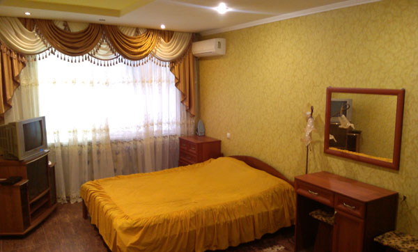 1-комнатная квартира посуточно в Черкассах. ул. Грибоедова, 61/1. Фото 1