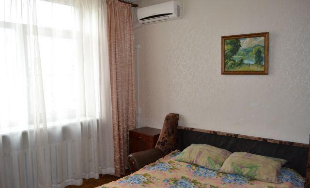 1-комнатная квартира посуточно в Керчи. ул. Марата, 7. Фото 1