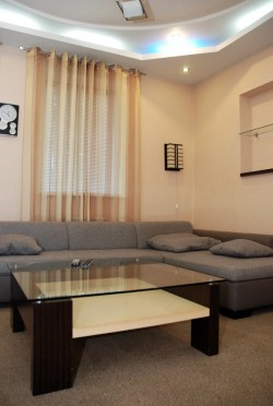 4-комнатная квартира посуточно в Донецке. Киевский район, ул. Маршака, 65. Фото 1