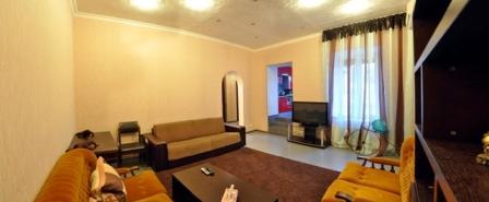 2-комнатная квартира посуточно в Николаеве. Центральный район, ул. Гражданская, 1б. Фото 1