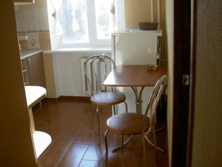 1-комнатная квартира посуточно в Симферополе. Киевский район, ул. Киевская, 92. Фото 1