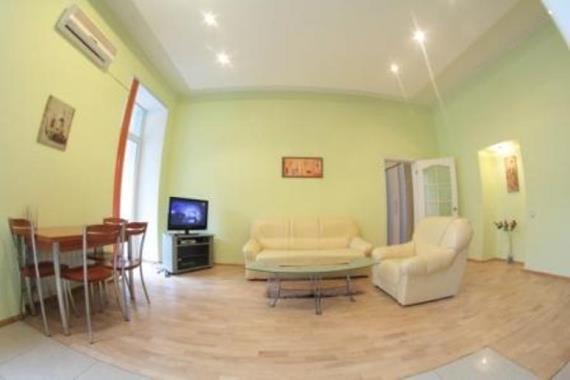 2-комнатная квартира посуточно в Киеве. Печерский район, ул. Крещатик, 21. Фото 1