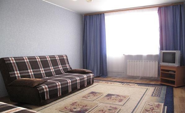 Трехкомнатная квартирапосуточно в Феодосии. ул. Володарского, 15а. Фото 1
