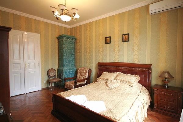 2-комнатная квартира посуточно в Львове. Галицкий район, ул. Ивана Федорова, 27. Фото 1