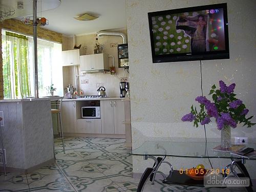 Двухкомнатная квартирапосуточно в Николаеве, Заводской район, ул 8 Марта, 103. Фото 1