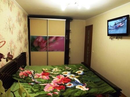 2-комнатная квартира посуточно в Евпатории. ул. 13 Ноября, 79. Фото 1