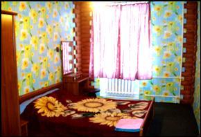 Двухкомнатная квартирапосуточно в Чернигове. Деснянский район, пр-т Победы, 87. Фото 1
