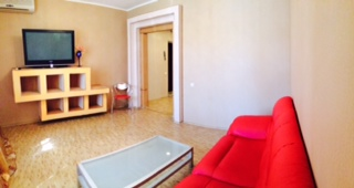 2-комнатная квартира посуточно в Днепропетровске. Амур-Нижнеднепровский район, ул. Артековская, 22а. Фото 1