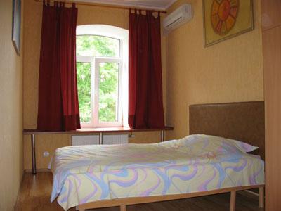 Однокомнатная квартирапосуточно в Чернигове. Деснянский район, пр-т Мира, 157. Фото 1