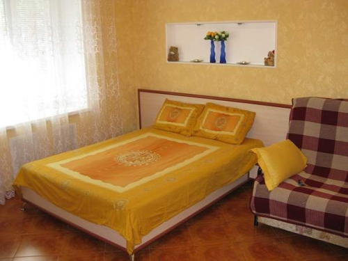 1-комнатная квартира посуточно в Ялте. ул.Чехова, 24. Фото 1