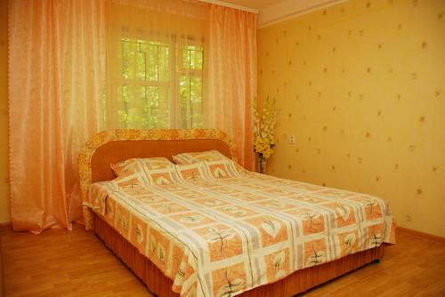 1-комнатная квартира посуточно в Киеве. Печерский район, ул. Рыбальская, 11. Фото 1