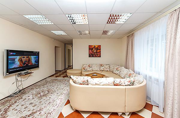 3-комнатная квартира посуточно в Киеве. Печерский район, бул. Леси Украинки, 10. Фото 1