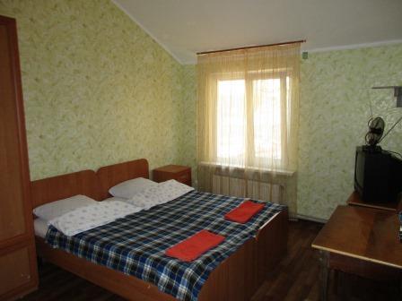 Мини-отель посуточно в Василькове. пгт. Калиновка, ул. Железнодорожная, 44. Фото 1