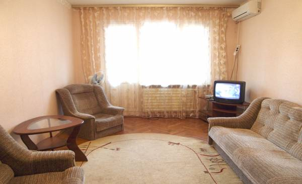 2-комнатная квартира посуточно в Киеве. Печерский район, ул. Панаса Мирного, 11. Фото 1