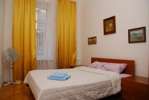 2-комнатная квартира посуточно в Киеве. Печерский район, Крещатик, 15. Фото 1
