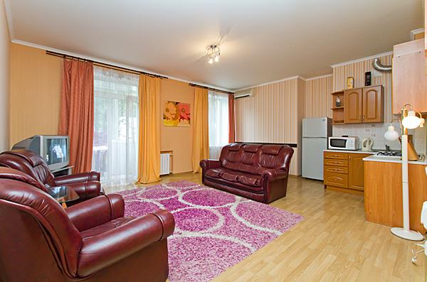 2-комнатная квартира посуточно в Киеве. ул. Шота Руставели, 10. Фото 1
